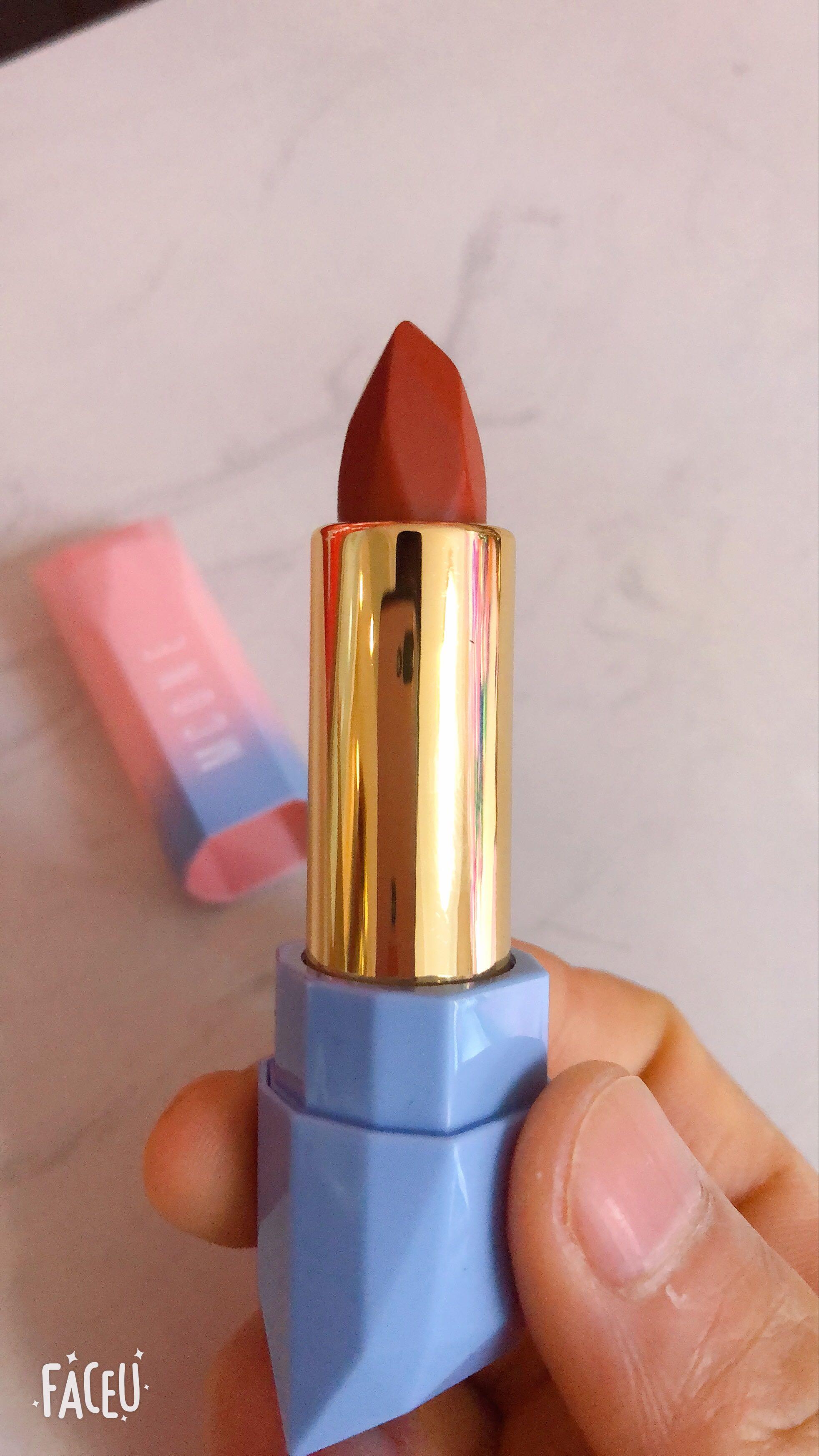 热卖网红口红MCONE,包装设计新颖靓丽,始于颜值,忠于才华,陷于品质