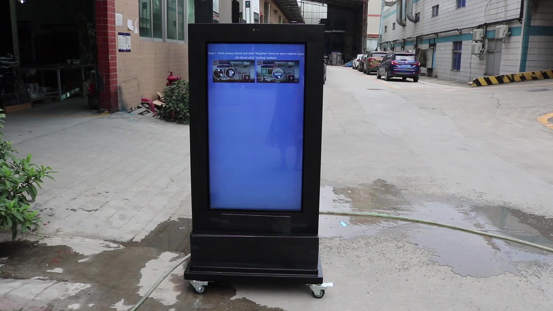 Baru 43 Inci Baterai Powered Digital Signage 2500 Nits Kecerahan Tinggi DC Powered Tahan Air Monitor Outdoor Totem