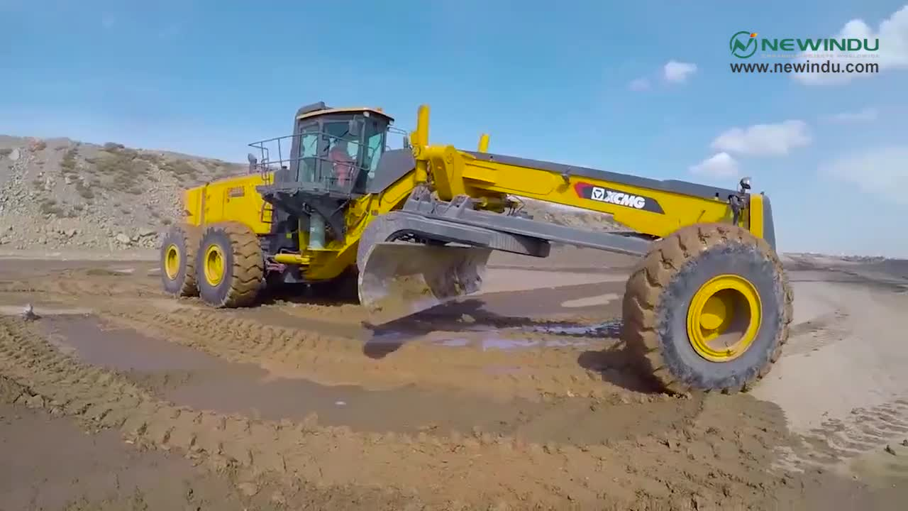 Cheap XCMG road machinery motor graders GR300 price