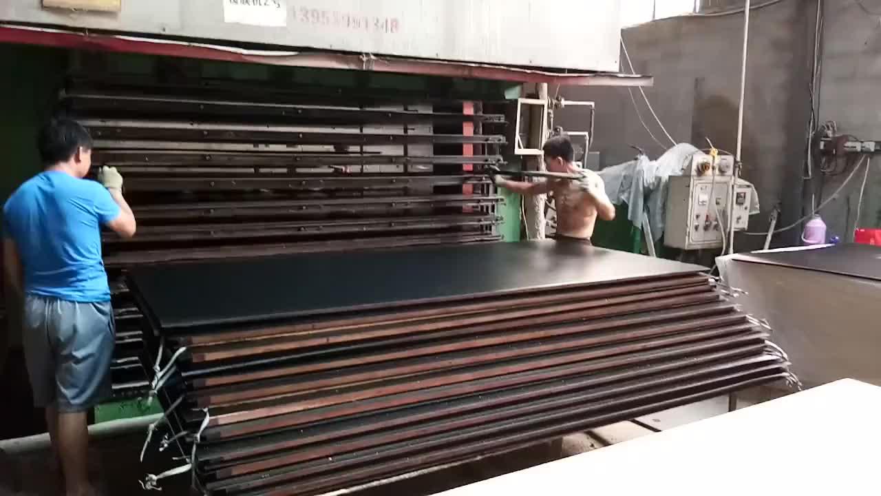 ألواح الخشب الرقائقي المستخدمة في الإندونيسيا
