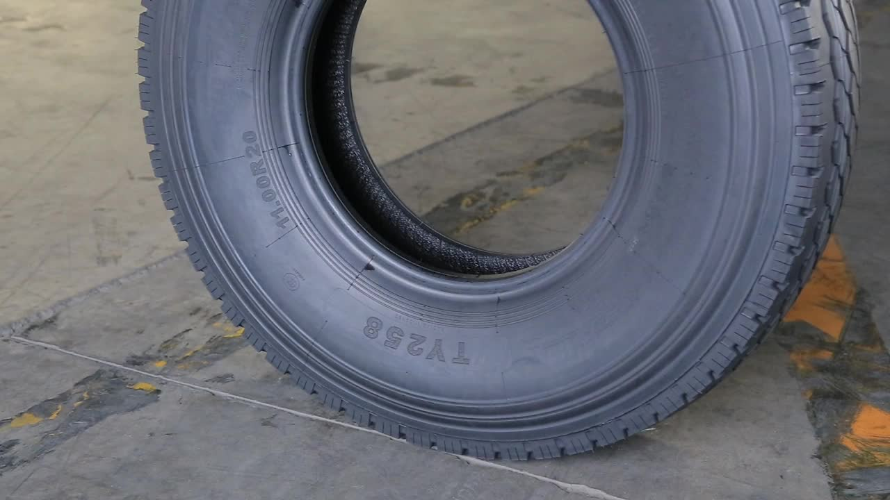 Chinese brand cheap price 9.00r20 111.00r20 10.00r20 radial truck tire