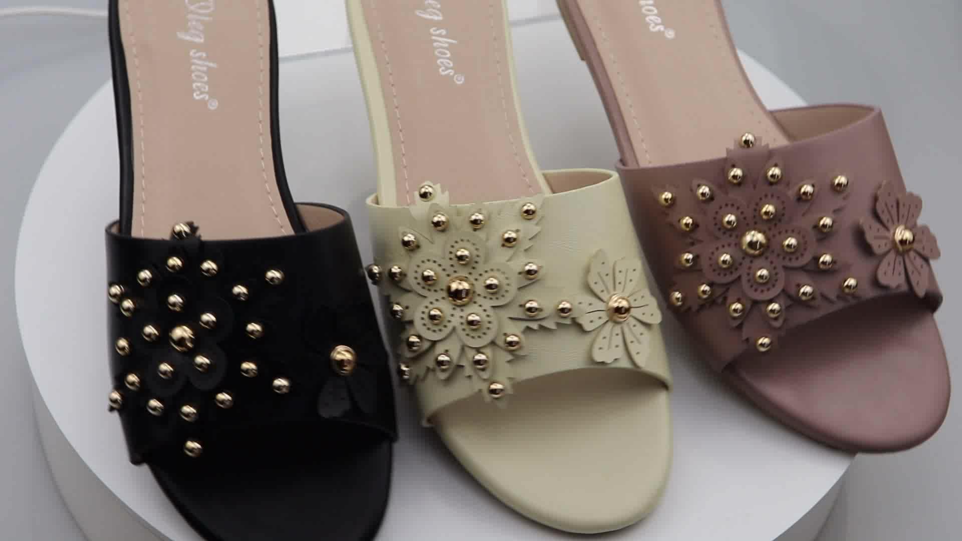 DELL'UNITÀ di elaborazione delle signore del commercio all'ingrosso scarpe basse di disegno del fiore pantofole dei sandali per le parti o di shopping diapositive
