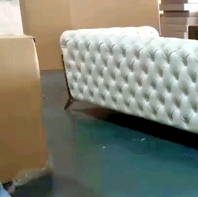 Nuevo diseño, sofá de hotel de terciopelo, sofá chesterfield, tela dorada, patas de acero inoxidable, 3 asientos, vestíbulo, sofá mobiliario doméstico