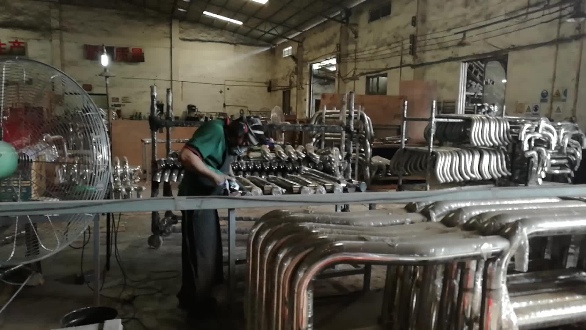 11 ปีโรงงานเหล็กม้วน Sport Bar สำหรับ HILUX Revo Np300 Triton DMAX 4x4 รถกระบะอุปกรณ์เสริม