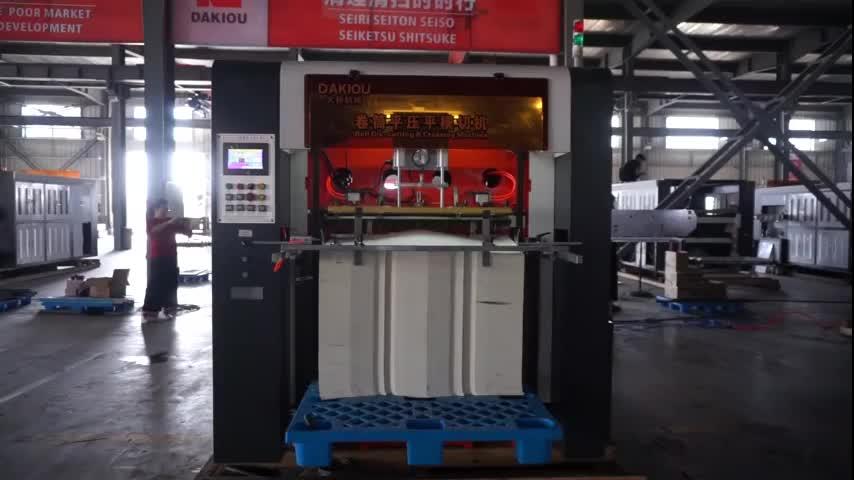 Yüksek hızlı otomatik rulo kağıt bardak kalıp kesme makinası