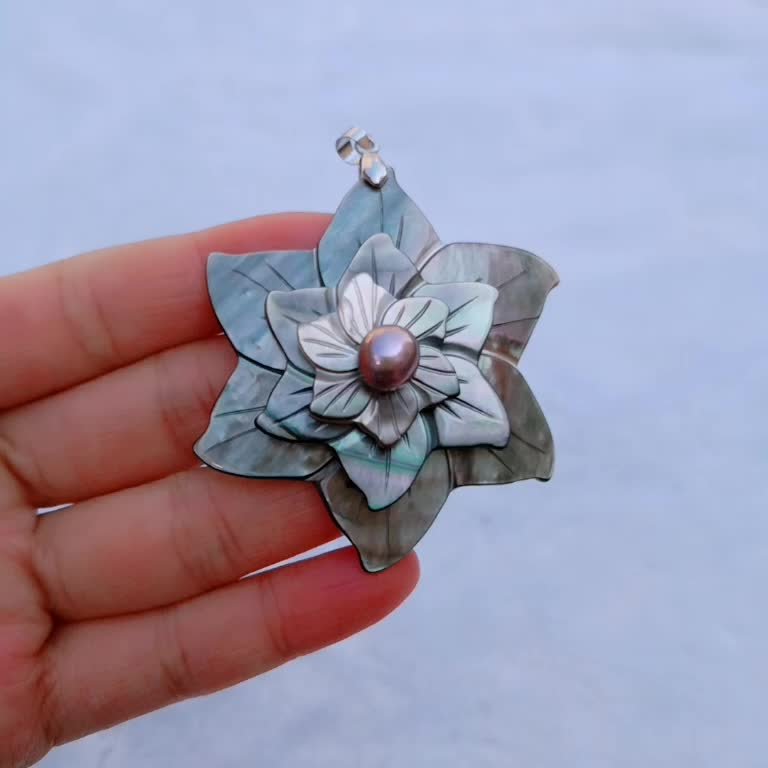 MOP71 Vintage Jewelry Three Layers Flower Design Natural Sea Shell Black Carved Flower Pendant