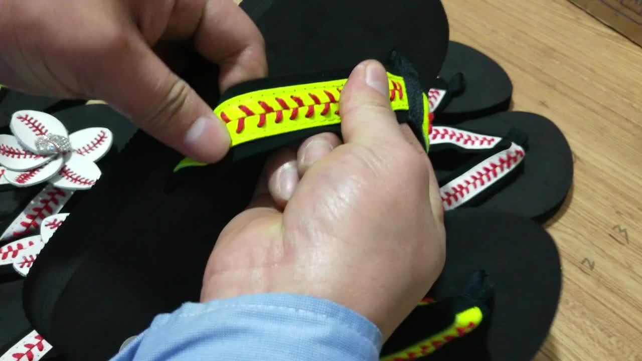 Kulit Kuning Garis Merah Dijahit Bisbol Sandal Jepit dengan Bunga dan Flat Sandal untuk Wanita