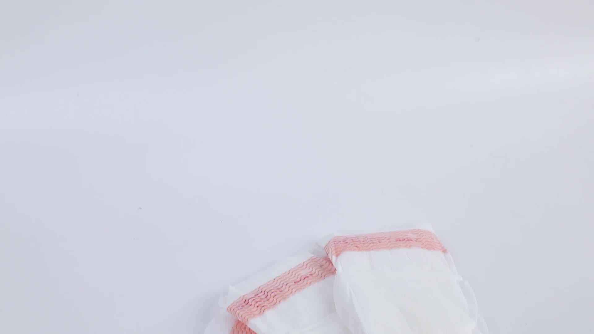 Renkli tek kullanımlık bebek bezi ticcis marka adı ile yeni tasarım