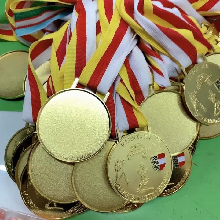 gold medal squared - 720×720