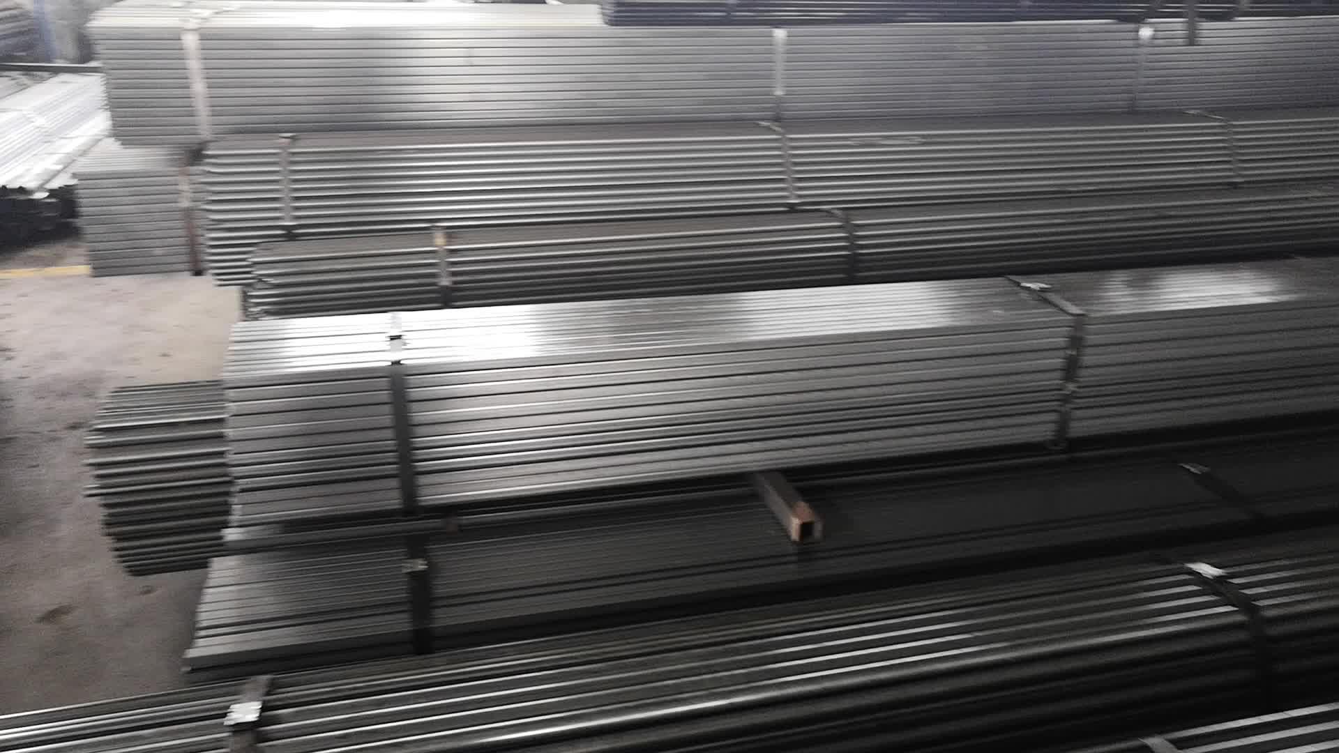 Chaud tube carré noir pour matériaux de construction
