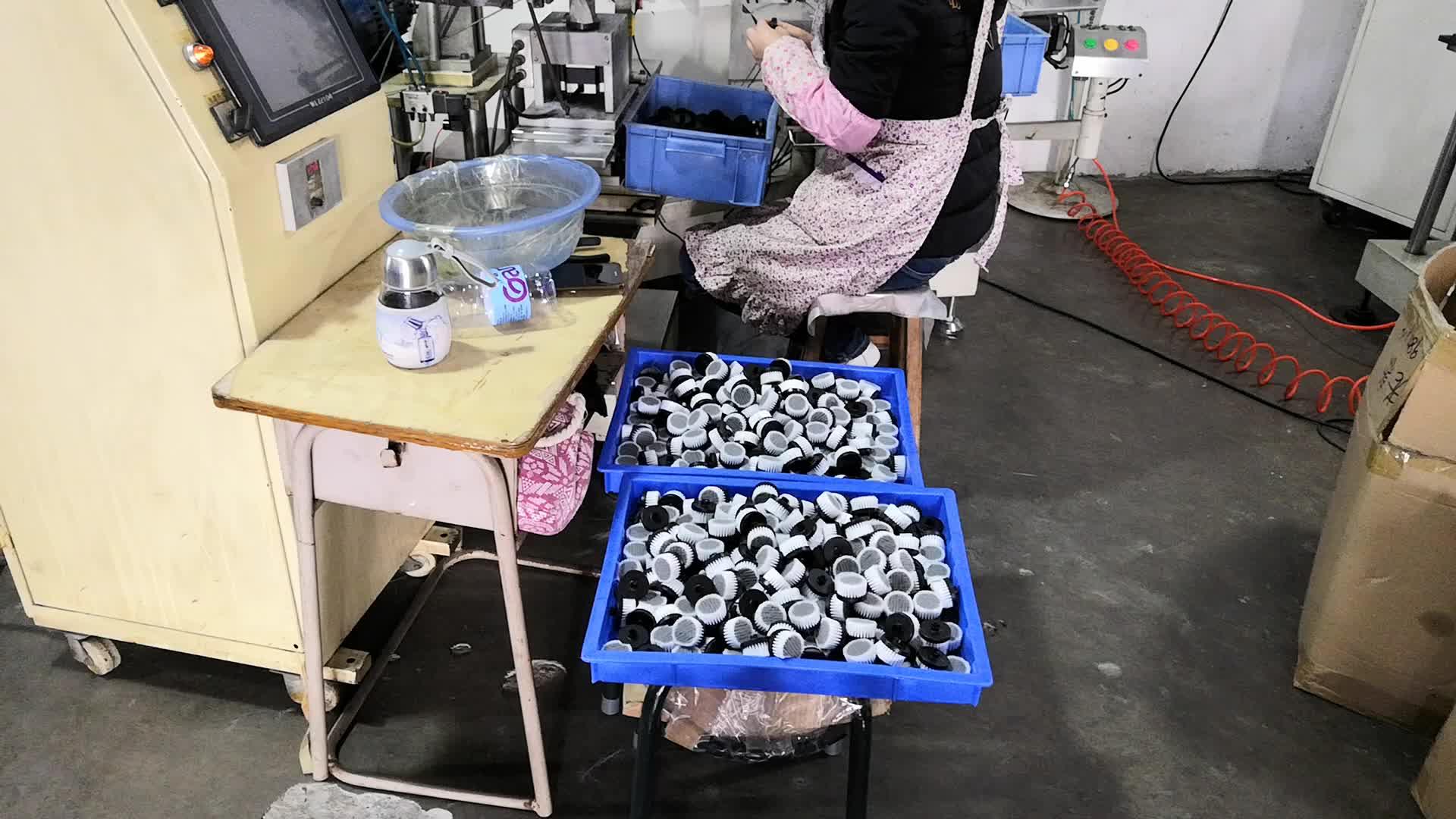 深圳毛刷加工厂提供塑胶刷子洗脸刷软毛刷清洁刷植毛加工价格实惠