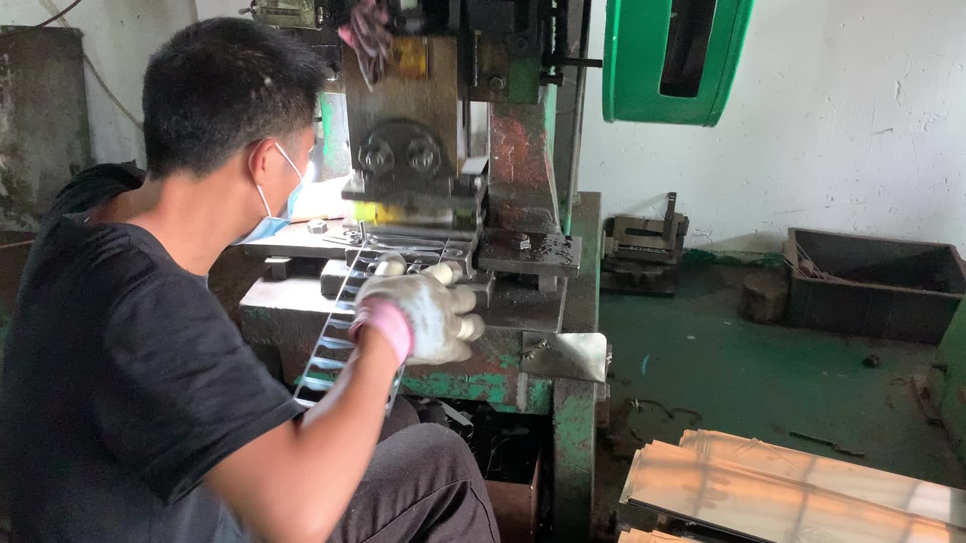 Master Profesional V Sharped Ujung Stainless Steel Pisau DIN 1.4110 Pisau Daging Skin Pisau Cuchillo Despellejar
