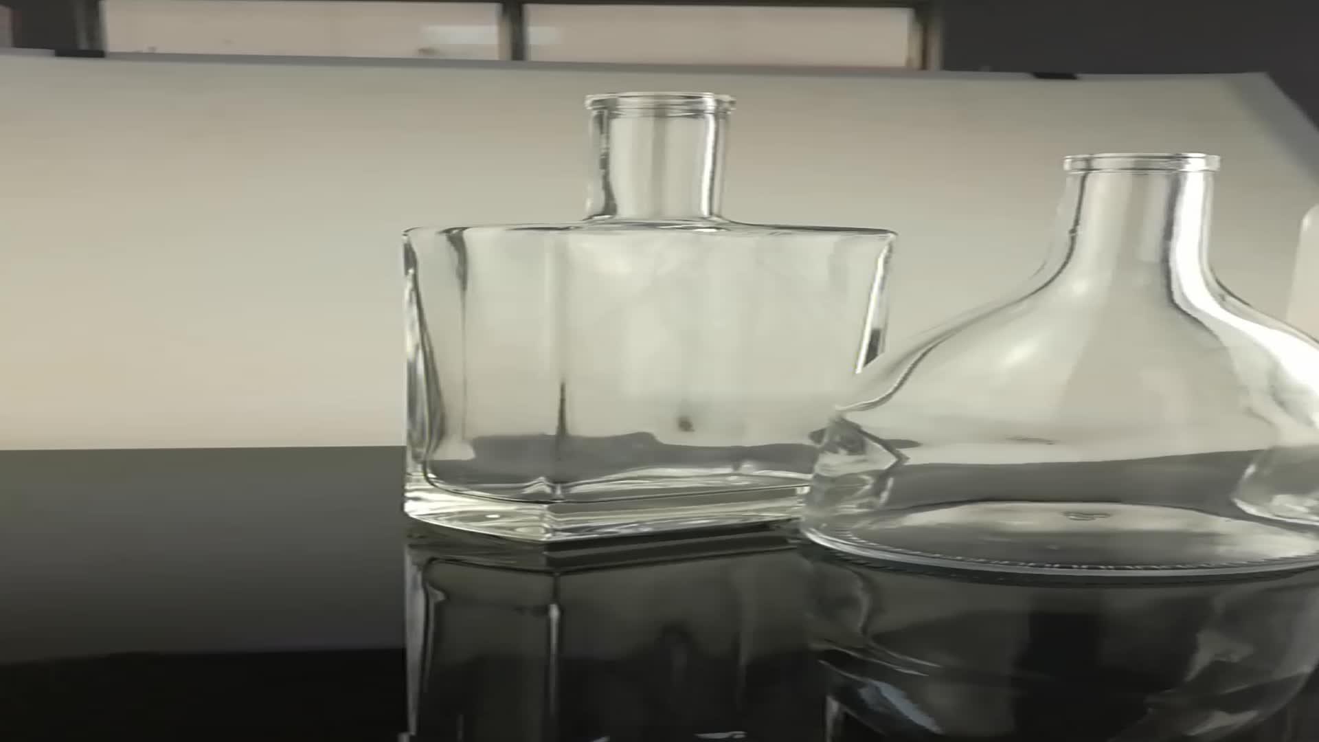 O alimento contatou a garrafa de vidro da garrafa 700ml do vodka da garrafa do licor 750ml