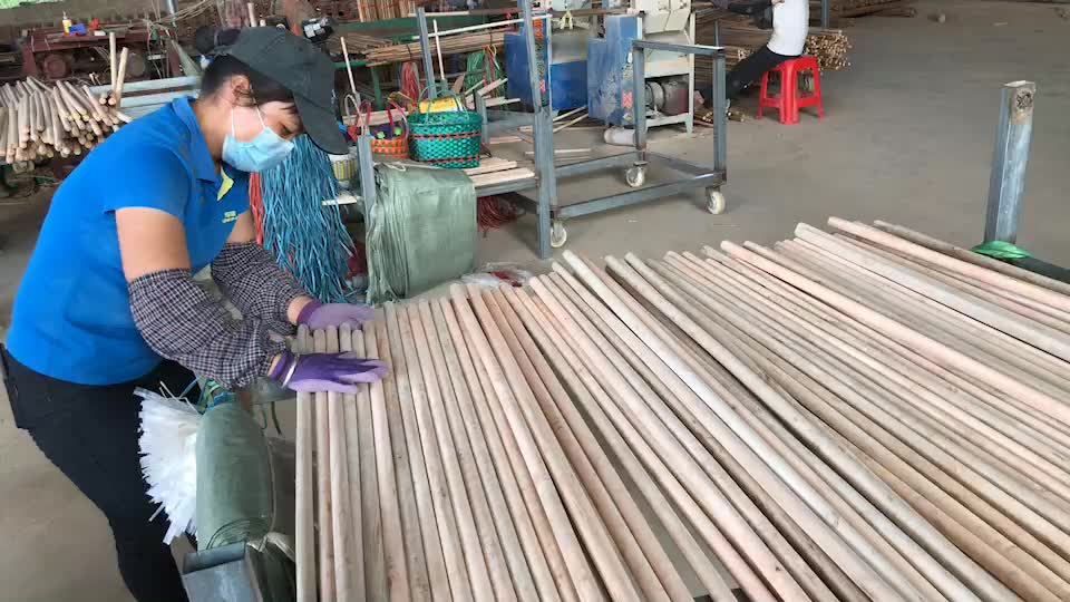 Low price Machine Making 22Mm 25Mm Thick Varnished Wooden Broom Stick