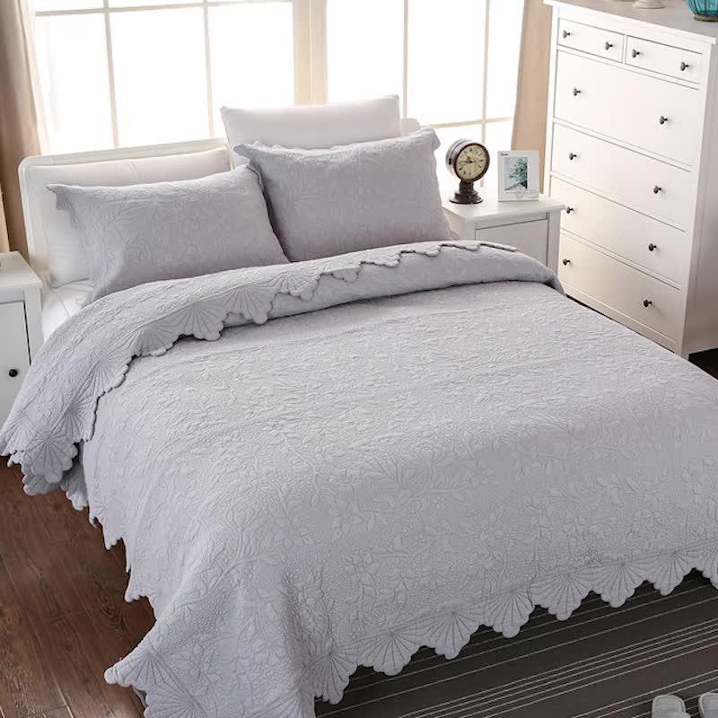 चीन उत्पादों को उच्च गुणवत्ता गर्मियों जाजम 100% कपास कपड़े कशीदाकारी पैटर्न रजाई अनुकूलित बिस्तर रजाई