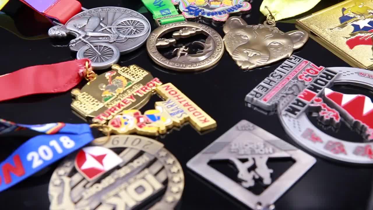 free sample cheap  soft enamel  black nickle plating metal sports  triathlon custom made medal
