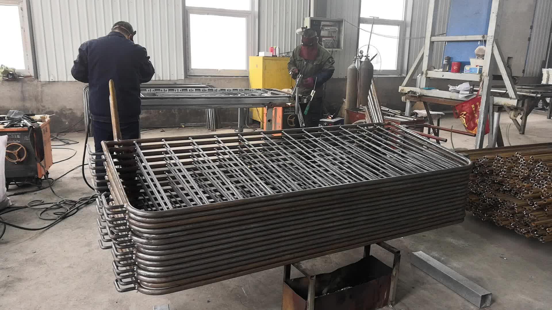 2100*1100mm Manufacturer Steel Welded Galvanized Road Safety Fence