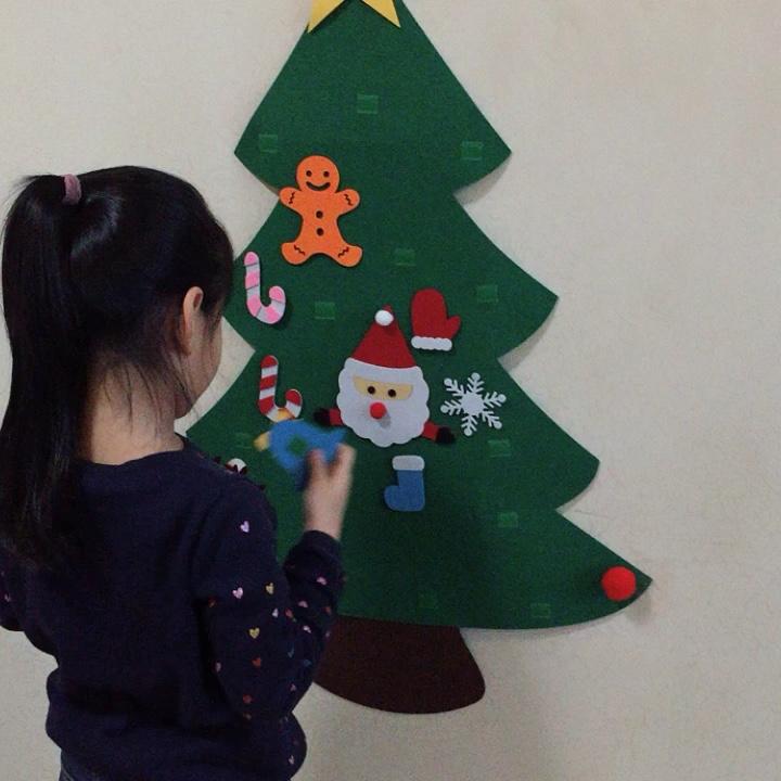 DIY क्रिसमस स्नोमैन या पेड़ महसूस किया