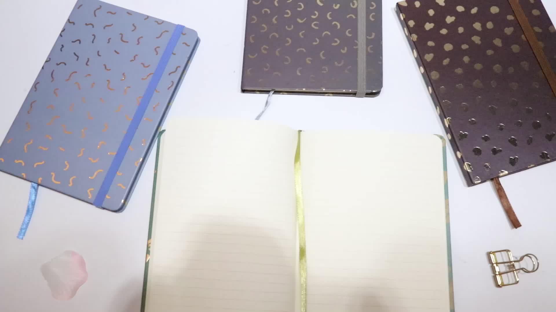 2019 Desain Baru Mewah Stempel Panas Kualitas Tinggi Hadiah Kustom Logo Dilapisi A5 Hardcover Notebook dengan Tali Elastis