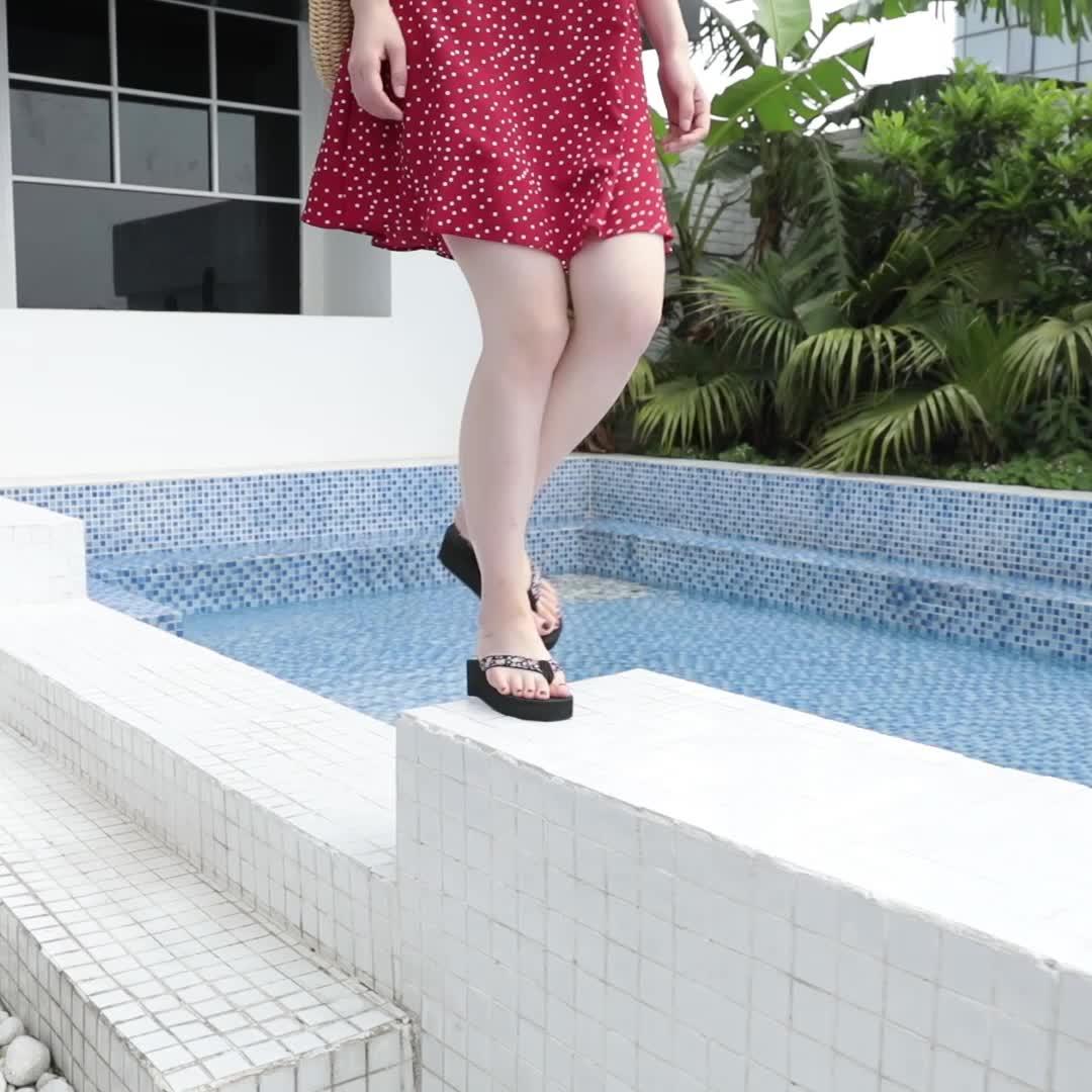 Dép đi trong nhà Waichuan nữ biển dép đi biển 2019 mùa hè thời trang mới dép cao gót nặng có đáy chống trượt phẳng