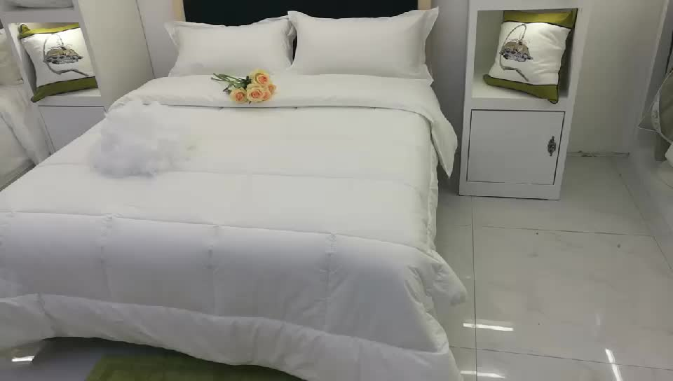 Luxury Hotel Queen Size Microfiber Brushed Fabric 350gsm 100% Polyester Filling Microfiber Quilt