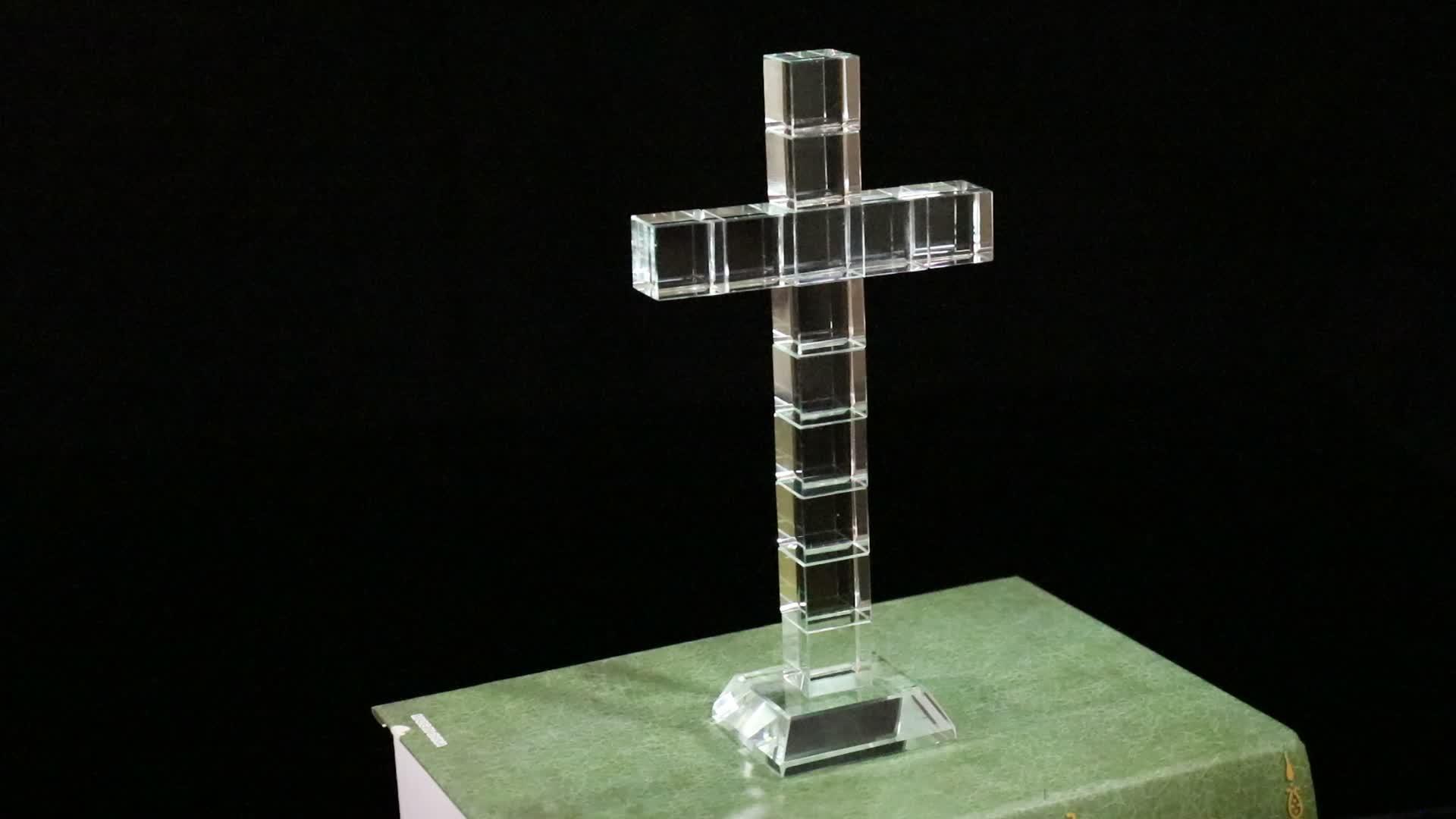MH-JB0144 gepersonaliseerde graveren Crystal cross met base