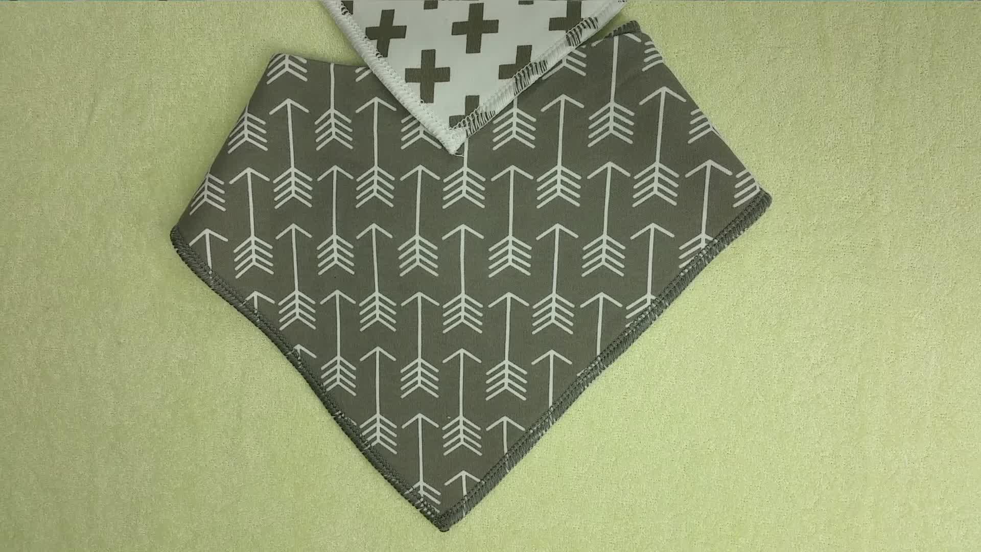 Doux éponge personnalisé 100% coton bébé bandana Bavoir