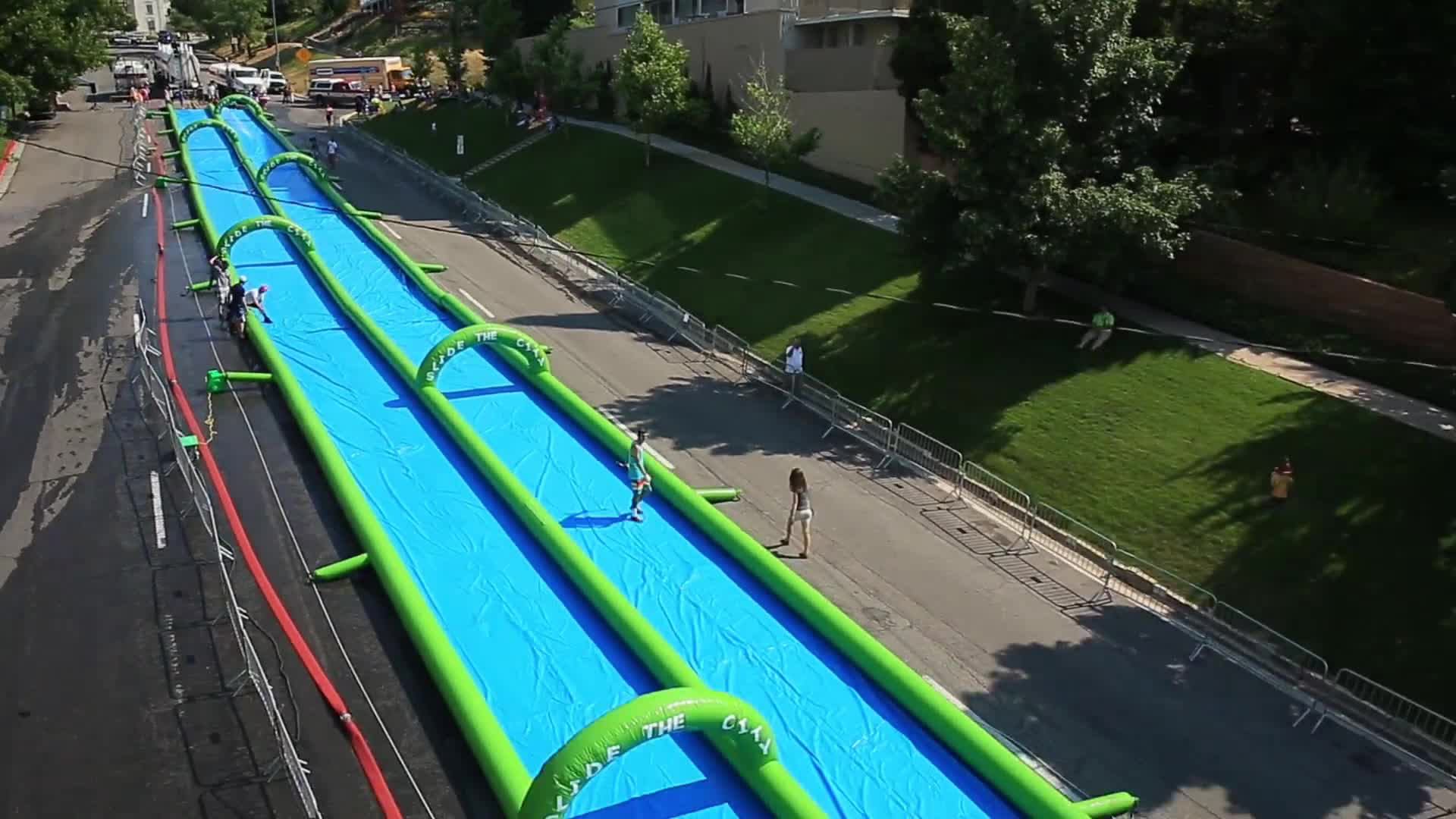 מותאם אישית לנד כיף מתנפח מים שקופיות עיר עבור העיר