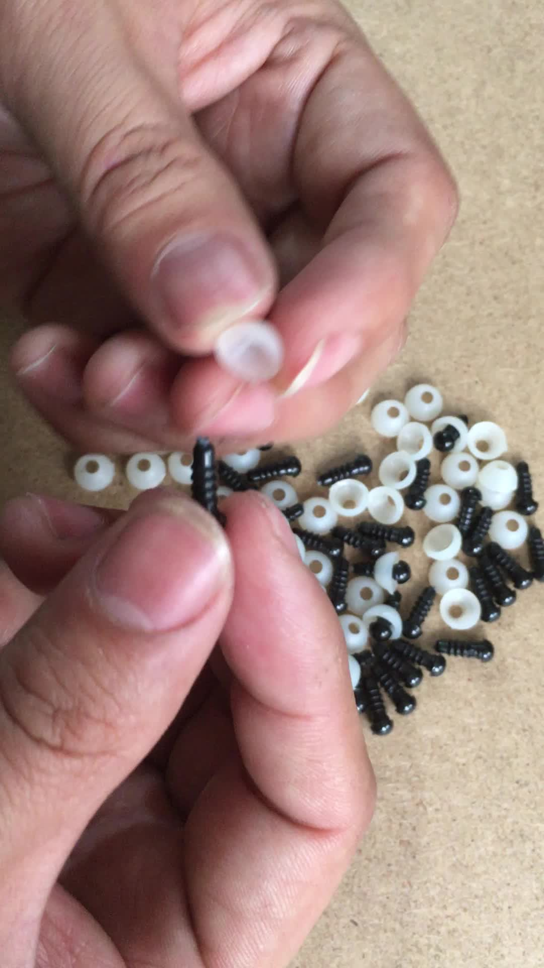 Set Mata dan Hidung Keamanan Plastik, 4Mm Ukuran Bermacam-macam Hitam untuk Boneka, Boneka, Pembuatan Hewan Mewah, dan Beruang Teddy 1000 Buah/Kantong