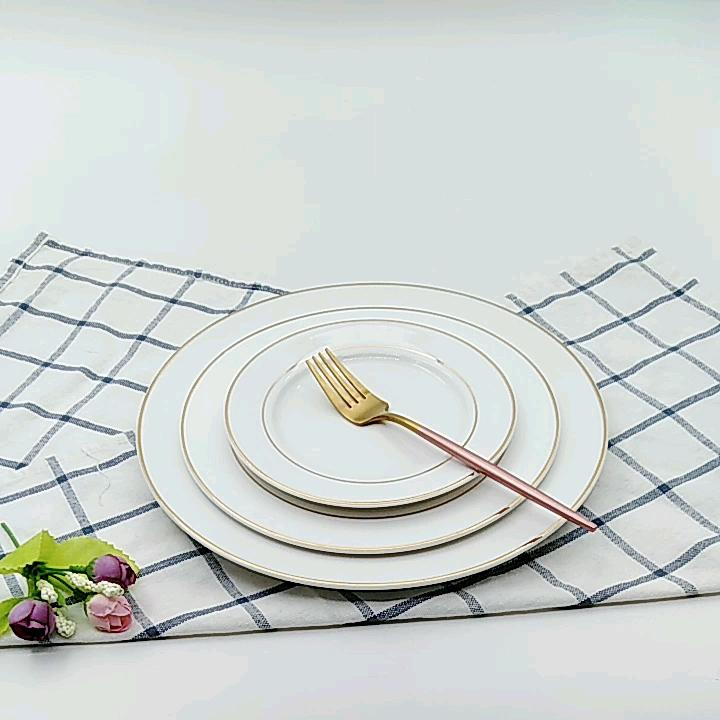 China Fabrikant Groothandel Luxe Fijne Bone China Keramische Gouden Rand Witte Diner Platen Voor Wedding Party