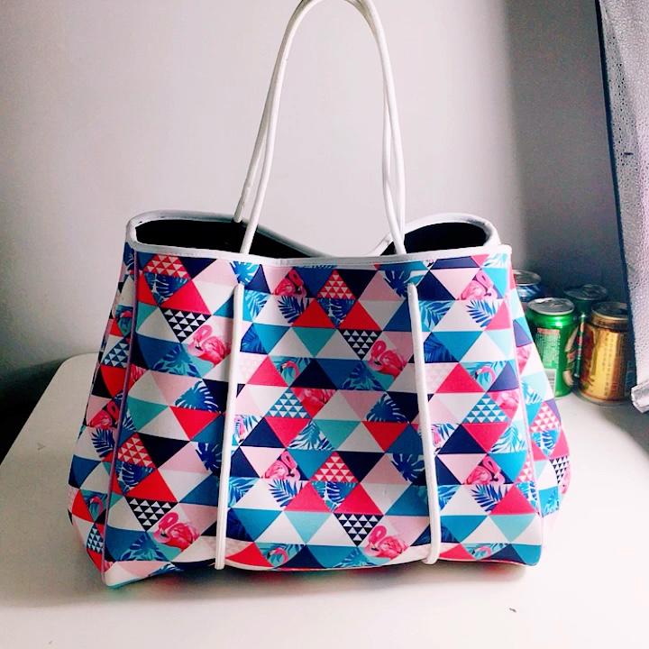 Индивидуальная мраморная печать, перфорированная Неопреновая пляжная сумка, женская большая сумка через плечо для пляжа, путешествий, ноутбука, сумка для подгузников