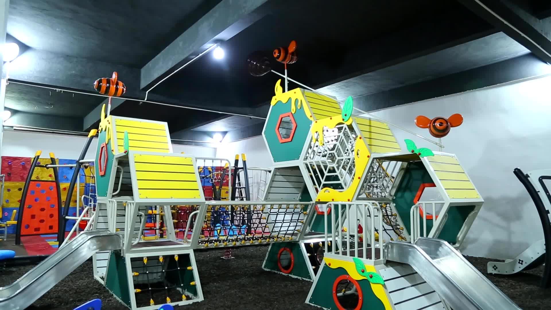 TONGYAO Bordo PE Giochi diapositiva Con Parete di Arrampicata All'aperto Per Bambini