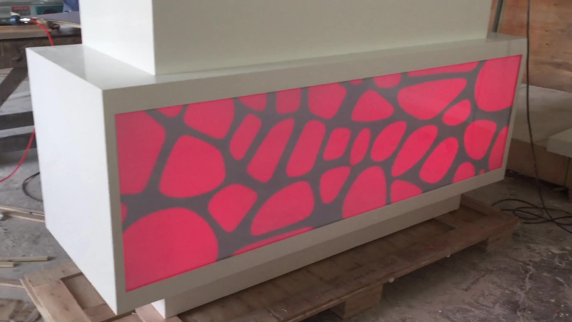 Новый стильный твердый стол приёма поверхности