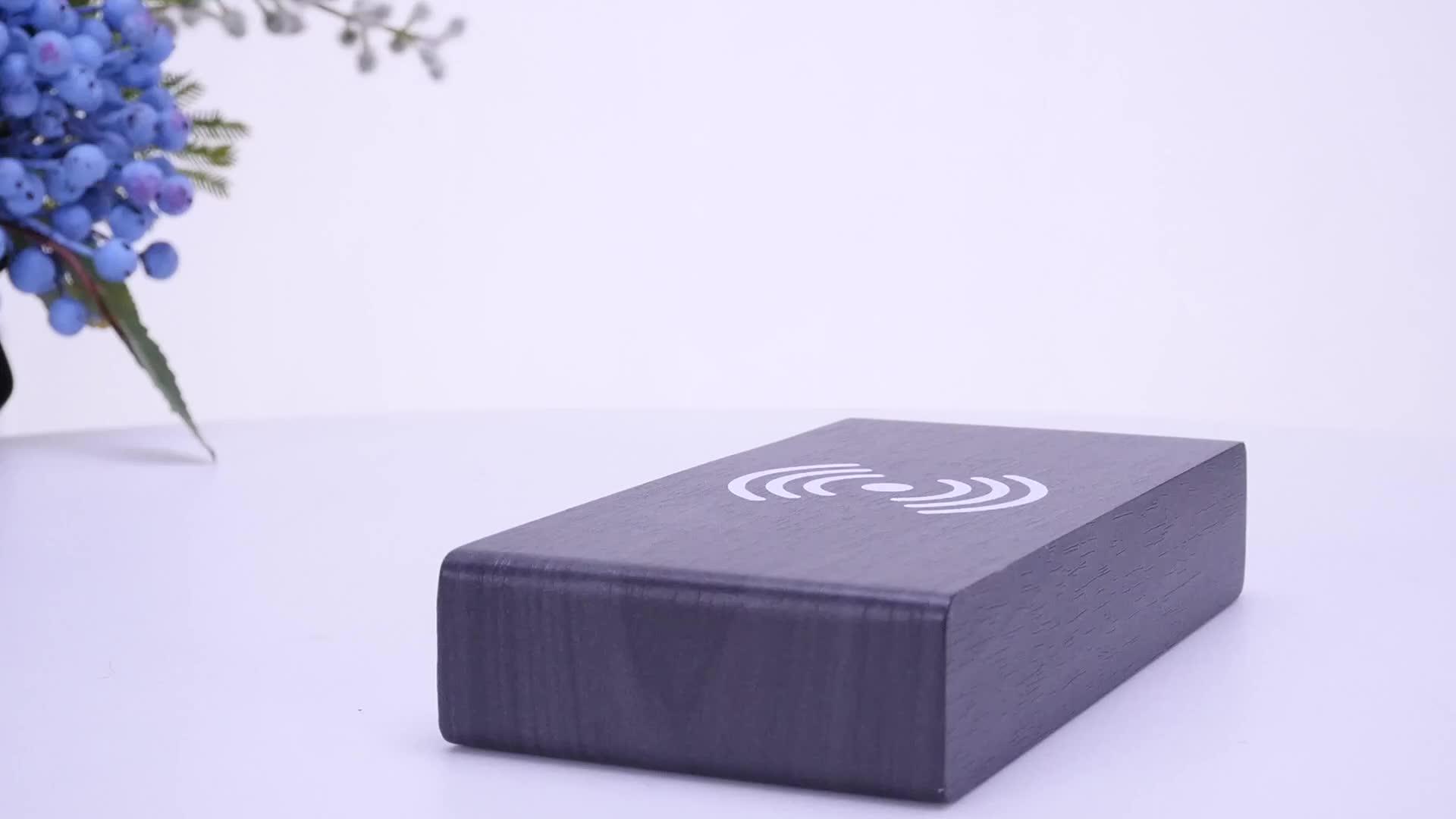 Nieuwe Stijl Mobiele Telefoon Qi Draadloze Oplader Digitale Wekker Met Kalender, Temperatuur, Datum