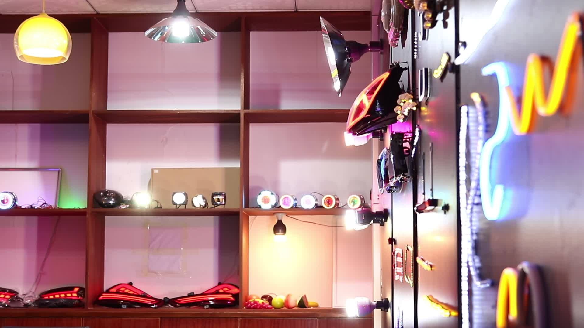 中国の熱い販売の新しい設計されたストリーミングストリップが主導フローパターン付きデイタイムランニングライト