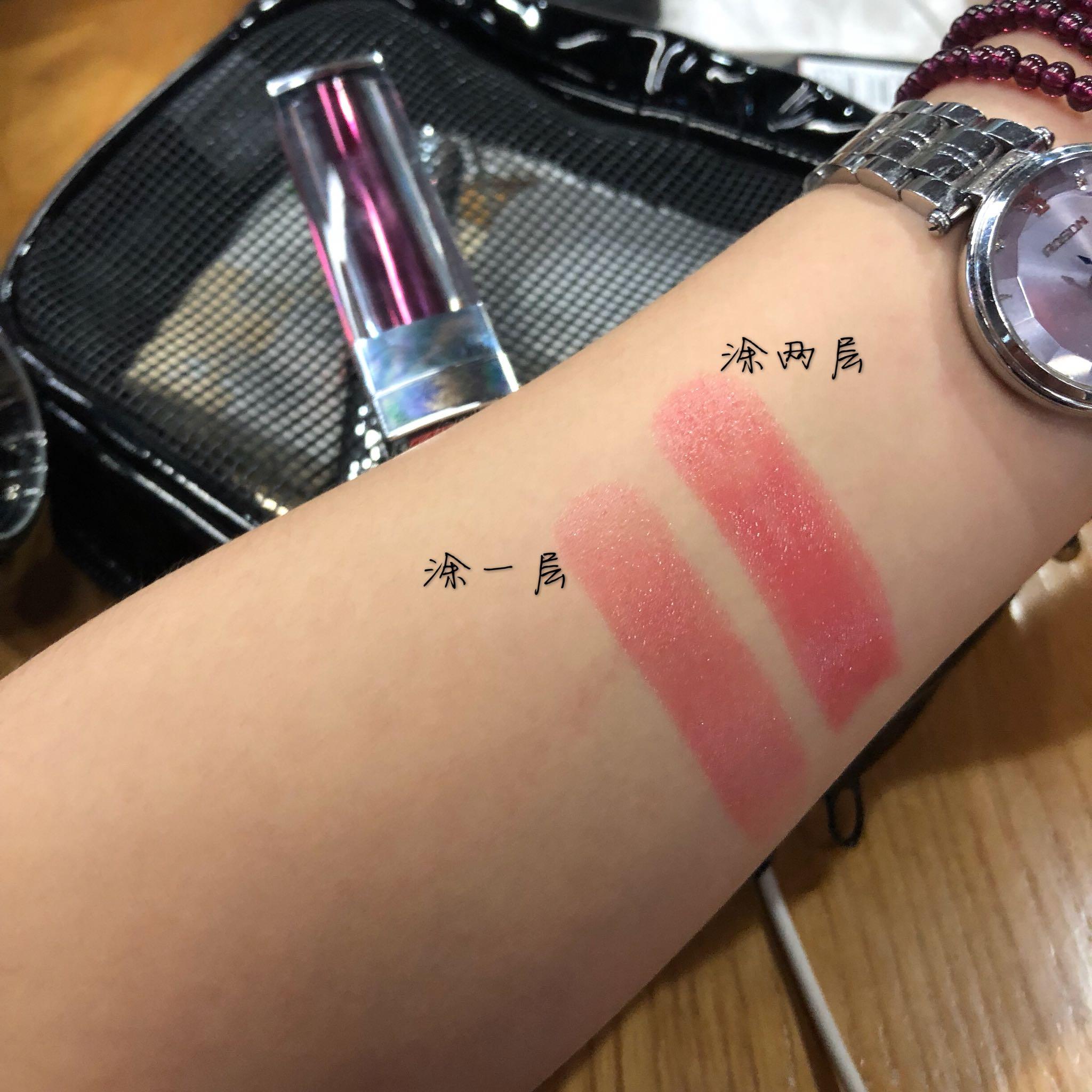 美宝莲小灯管唇膏#06试色——薄涂西柚色,厚涂水红色