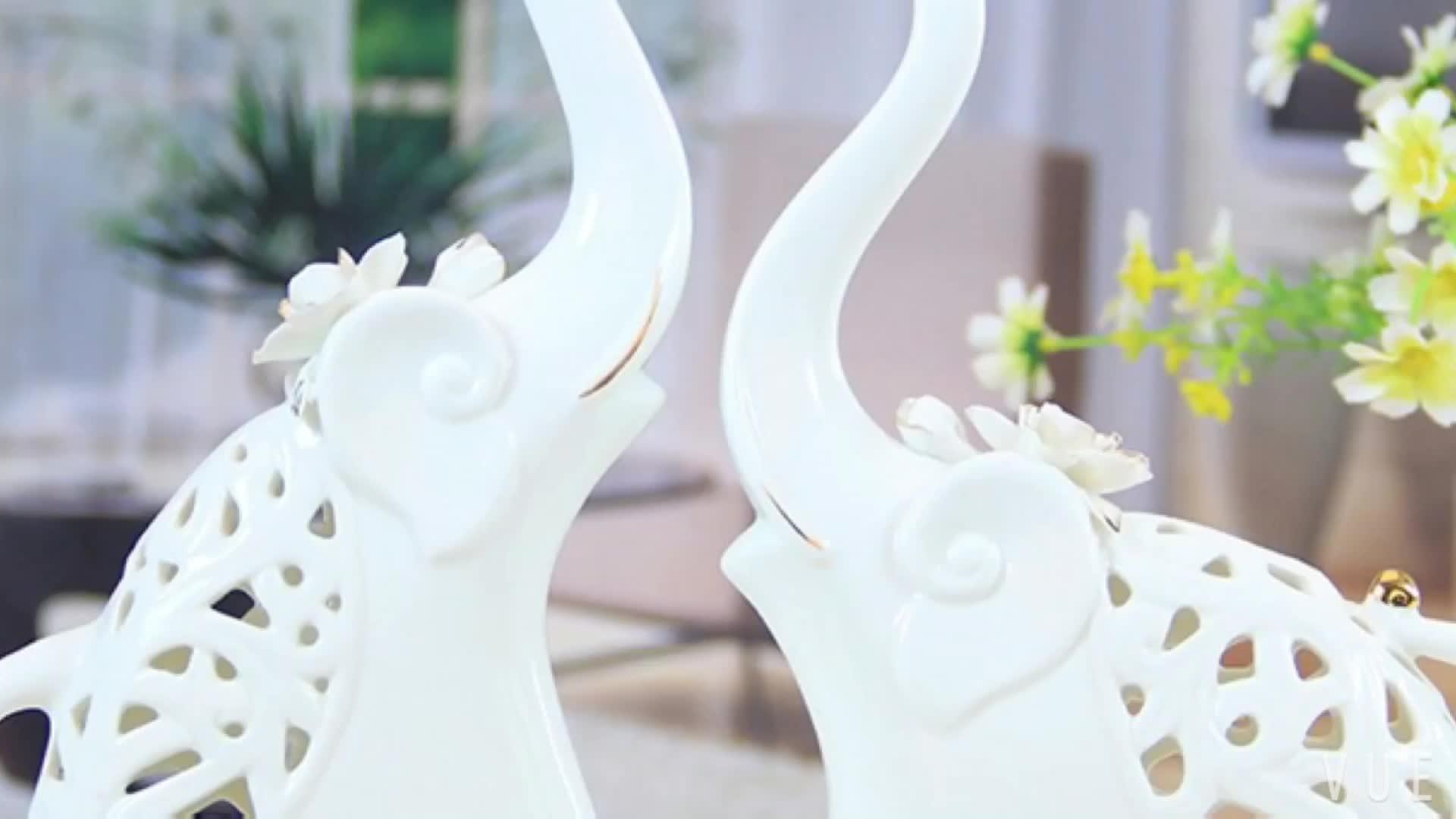 Wholesale instagram goods gift set handicraft small cute elephant animal ceraimc figurine