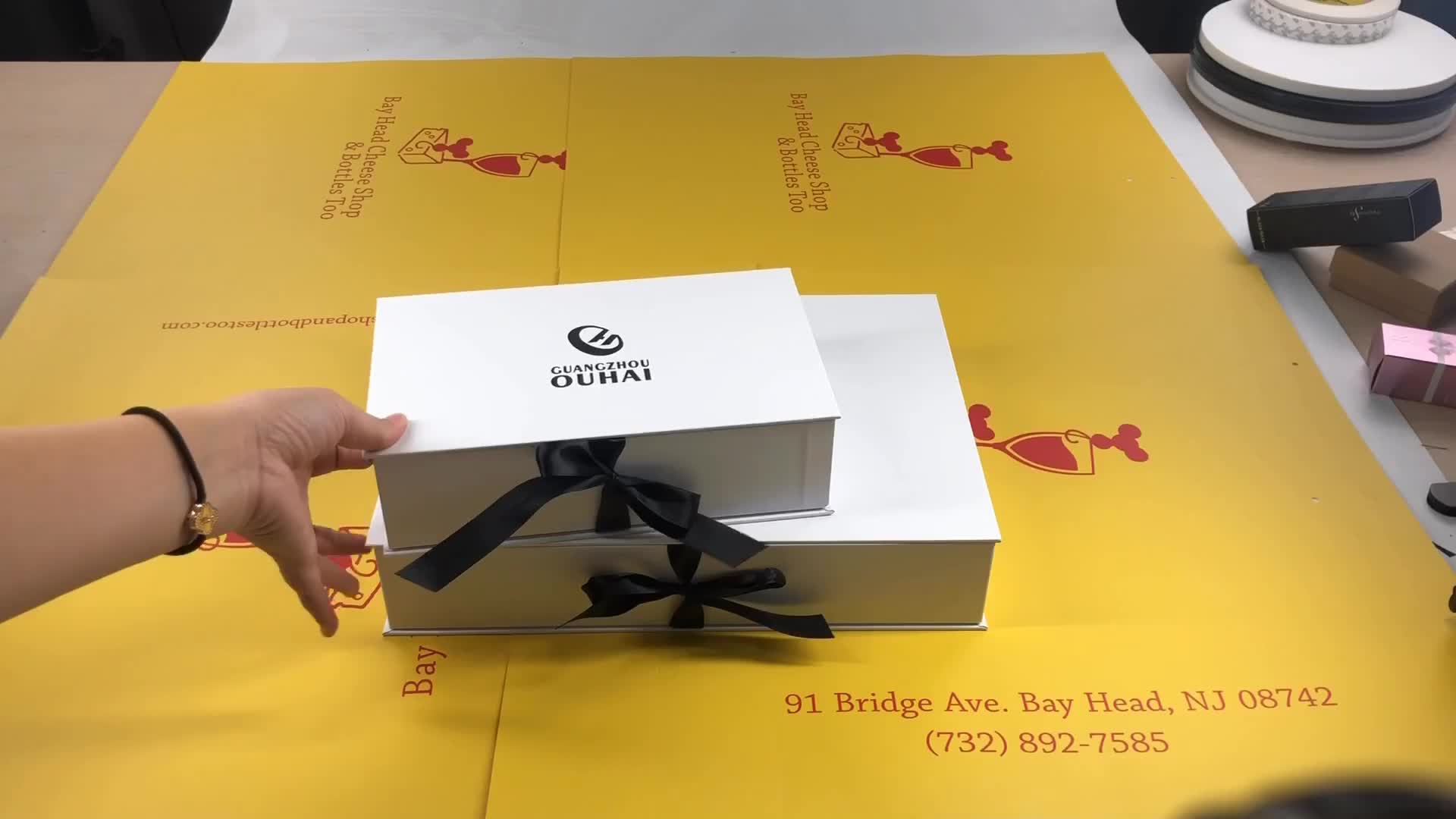 Wholesale custom logo cardboard paper shoe / clothes / T-shirt packaging gift boxes with ribbon closure