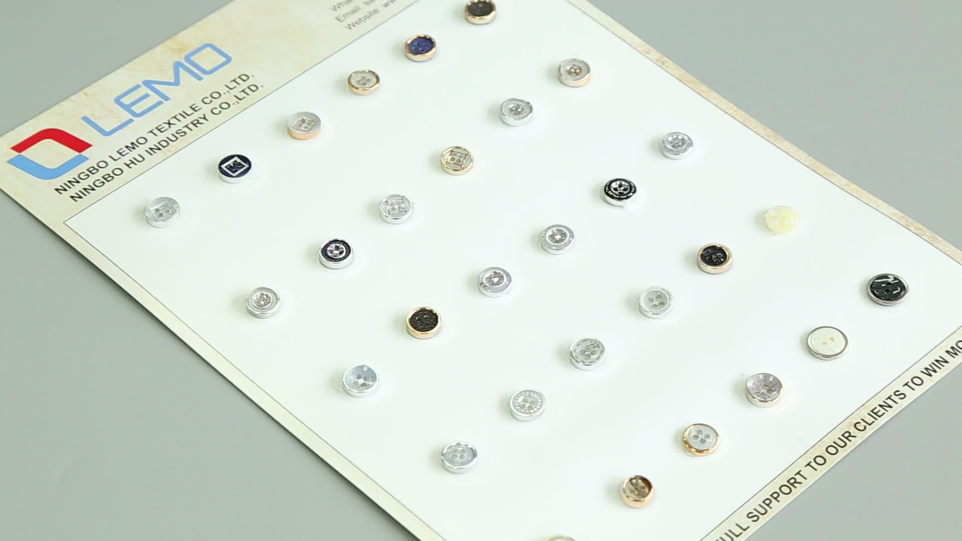 Desain Fashion Plastik Tombol untuk Wanita