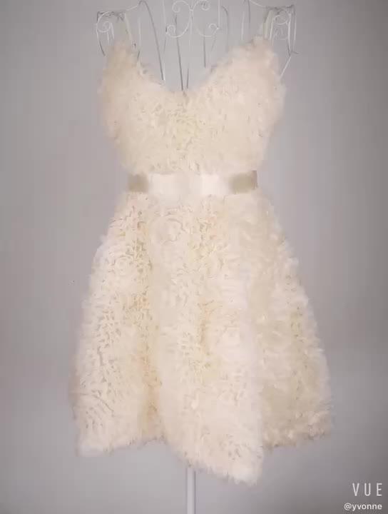 ผู้หญิงสีขาว Puffy ชุดราตรี Feather แขนสั้นค็อกเทลชุด