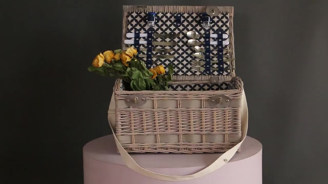 Wholesale custom leather handle fabric lining kids empty woven wicker willow picnic storage cooler rattan basket hamper for 2