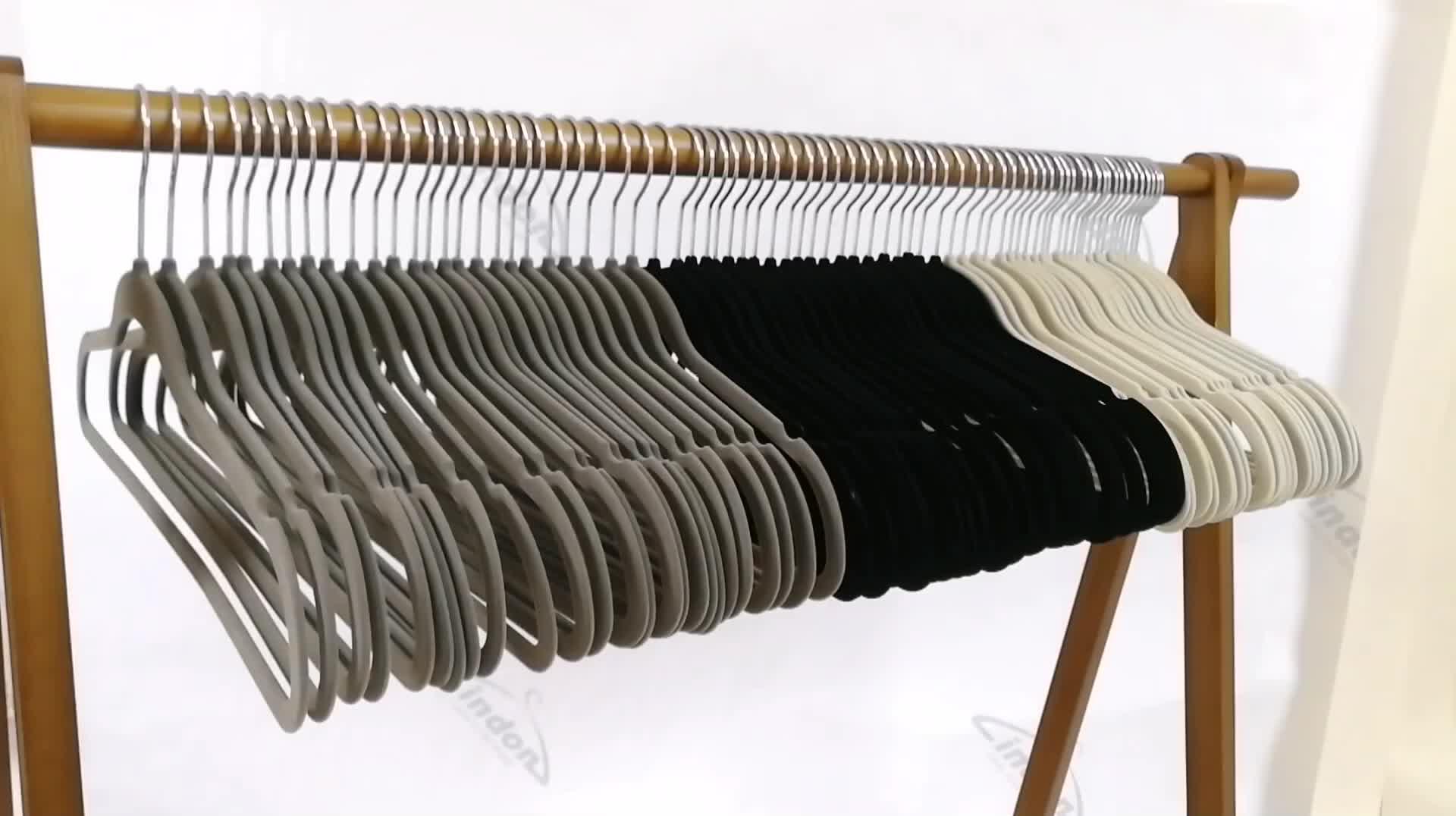 מותאם אישית זול פלסטיק החלקה נהרו בגדי קולבי שחור קטיפה חליפת קולב בד