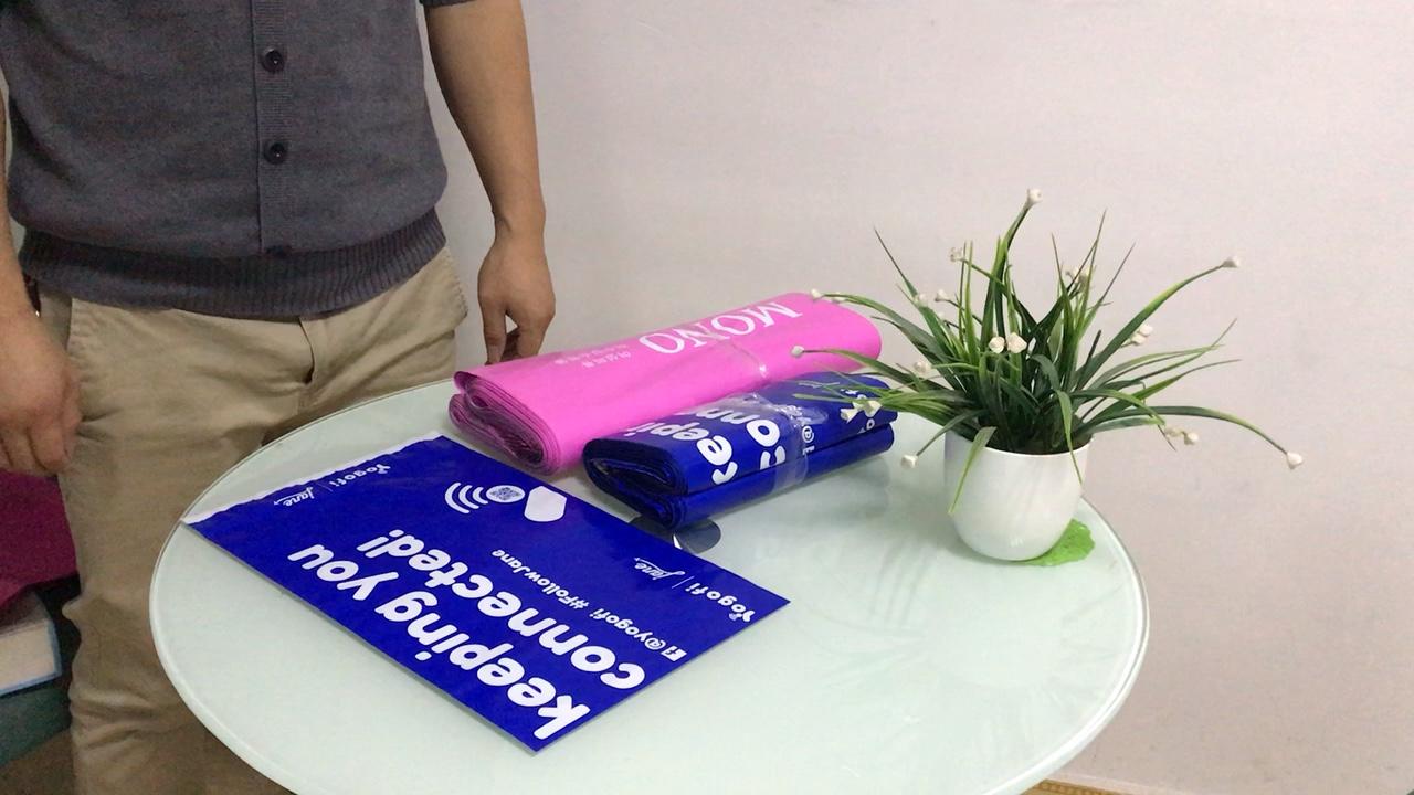 カスタムロゴ印刷自己粘着密封された衣服服無料エンベロープバッグプラスチックポリメーラー