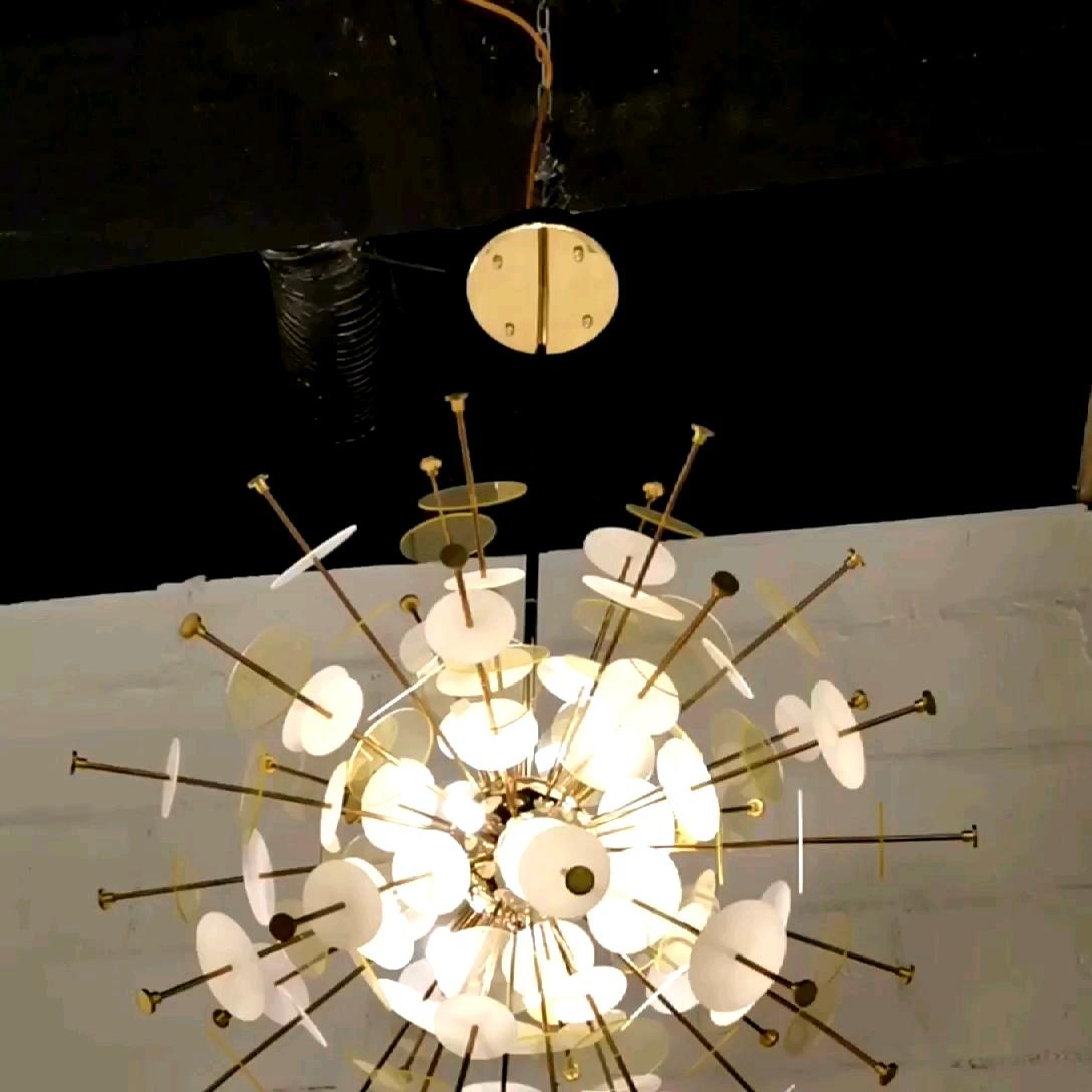 アート装飾ホタルシャンデリアショッピングモールのためのペンダントシャンデリアガラスの花のランプ非環式シャンデリア