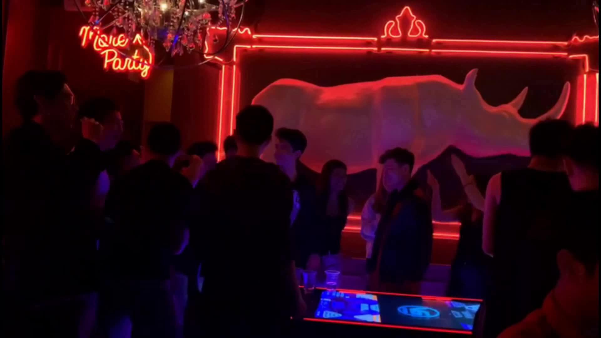 บาร์อิเล็กทรอนิกส์เครื่องเกมอาเขตที่กำหนดเองเบียร์โต๊ะปิงปอง, light up ราคาถูกเบียร์ปิงปองเกมตาราง led เบียร์โต๊ะปิงปอง