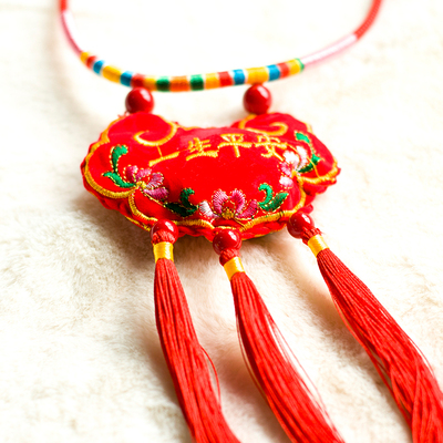 Baby red rope one year old new year's day baby 100 day full moon Chinese style handmade long life safety lock Pendant