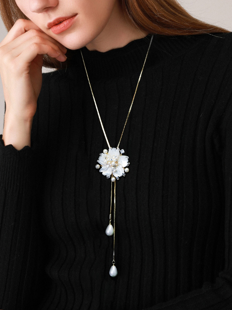 Sweater chain long version wild simple hanging necklace Female high-grade imitation pearl autumn and winter 2020 new accessories
