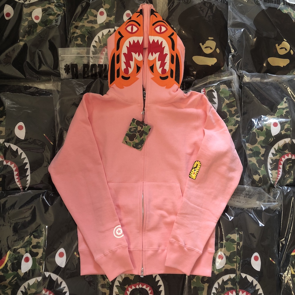ceed975062b7 (Domestic spot) BAPE classic solid color pink tiger shark sweater 17AW