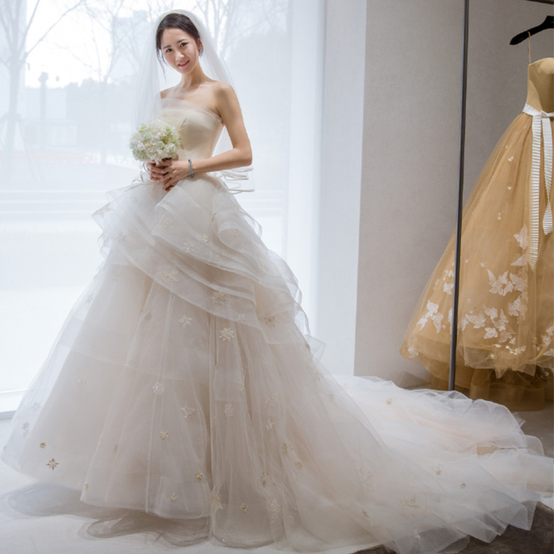 e1fe02578e4 Tube top wedding dress 2019 new spring and Summer Female bride married  Korean version of the dream long tail puff skirt Princess