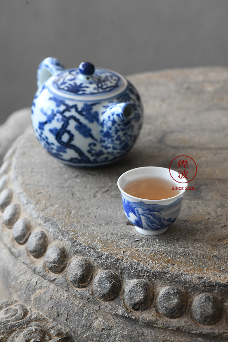 Jingdezhen spring auspicious jade Zou Jun up and the blue and white water rafting hut the bell cup eight new system